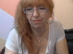 Alte Frau masturbiert vor der Webcam