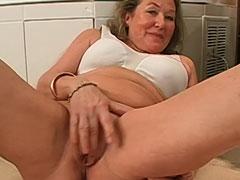 Maria ist 70 und geil auf Schwänze