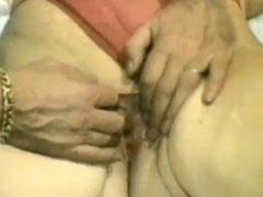 Fette Oma mit schmandiger, haariger Muschi