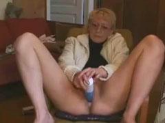 Oma testet ihr neues Sex Spielzeug