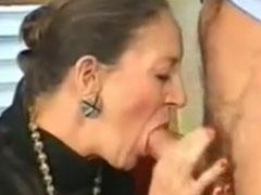 Hübsche, elegante Oma von Pornostar gefickt