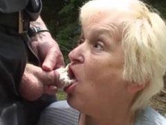 Oma und Opa beim Sex erwischt