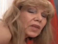 Deutsche Oma hart von hinten gefickt