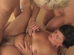 Bisexuelle Omas im Gruppensex Porno