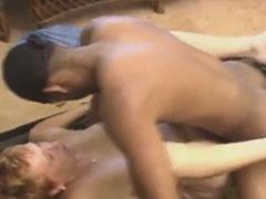 Oma hat geilen Sex mit einem schwarzen Studenten