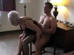 Harter Sex mit einer 90 Jährigen
