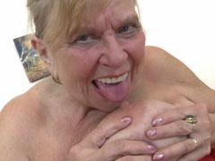 Oma ist ne alte Sau mit dicken Titten