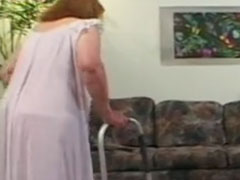 Extrem fette Oma geniesst Jungschwanz