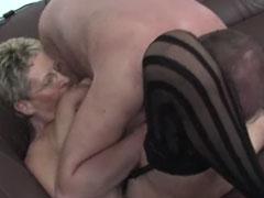 Omas neuer Freund dreht gern Amateur Pornos