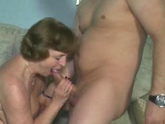 Deutsche Oma bei einem Pornocasting