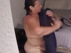 Alte Frau heimlich beim Ankleiden gefilmt