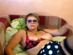 Asi Oma macht geilen Webcamsex