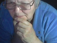 Russische fette Oma macht Webcamsex