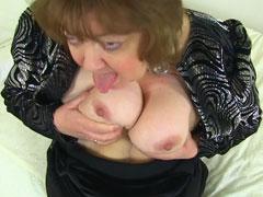 Oma zeigt euch ihre englischen Titten