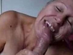 Grossmutter freut sich über den geilen Fick