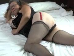 Sexy Oma baggert den Lieferanten an