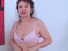 Oma steht auf Bodybuilder
