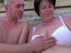 Grosse Brüste hat die geile Oma