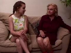 Oma hat Sex mit junger Lesbe