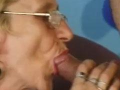Junger Schwanz in Omas alter Mundfotze