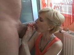 Sexy Oma Fotze hart durchgebumst
