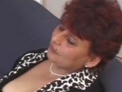 Haarige fette Oma will geil gefickt werden