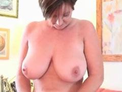Oma hat geile grosse Titten
