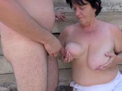 Fette Titten Oma am Strand gefickt