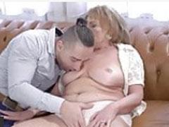 Geiler Gilfporno mit sexhungriger Oma