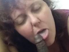 Oma wird gern in den Mund gefickt