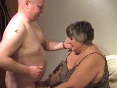 Oma fickt mit ihrem fetten Nachbarn