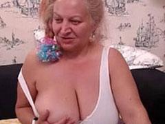 Massige Oma mit grossen fetten Titten