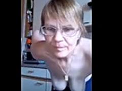 Polnische Oma zeigt euch ihre Hängebrüste