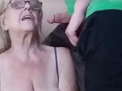 Oma ist süchtig nach Sperma