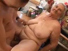 Oma sex mit 80